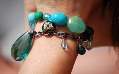 Bileklik Ve Mücevherlerin Tarihi Ve Kullanımı