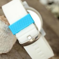 Beyaz Renk Silikon Kordonlu Kabartlamalı İç Tasarımlı Mavi Kadranlı Bayan Kol Saati BS1554